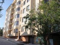 Геленджик, улица Чайковского, дом 45. многоквартирный дом