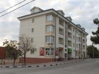 Геленджик, улица Киевская, дом 46А. жилой дом с магазином