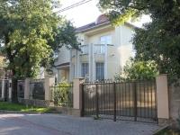Геленджик, улица Лазурная, дом 3. многофункциональное здание