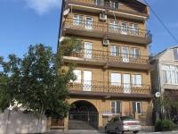 Геленджик, улица Новороссийская, дом 117. многоквартирный дом