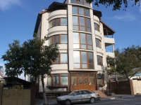 Gelendzhik, Novorossiyskaya st, house 121. Apartment house