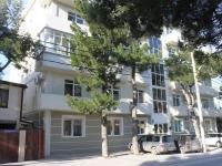 Геленджик, улица Тургенева, дом 29. многоквартирный дом