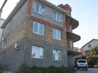 Геленджик, улица Малевича, дом 2. многоквартирный дом