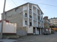 Геленджик, улица Малевича, дом 4. многоквартирный дом