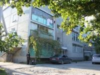 Геленджик, улица Нахимова, дом 4. многоквартирный дом