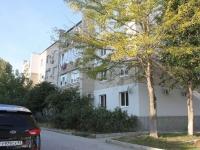 Геленджик, улица Нахимова, дом 8. многоквартирный дом