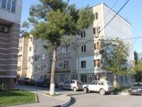 Геленджик, улица Нахимова, дом 10. многоквартирный дом