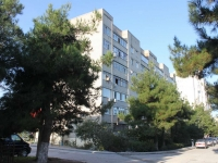 Геленджик, улица Нахимова, дом 14. многоквартирный дом