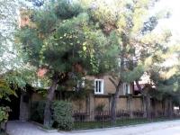 Геленджик, улица Нахимова, дом 16. многоквартирный дом