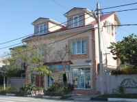 Gelendzhik, Sevastopolskaya st, house 44. Apartment house with a store on the ground-floor