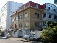 Gelendzhik, Surikov st, house 18/1. Apartment house with a store on the ground-floor