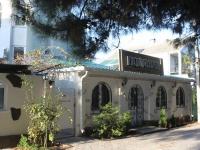 Геленджик, улица Сурикова, дом 28. жилой дом с магазином