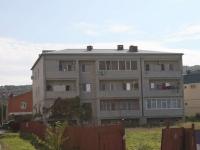 Геленджик, улица Сурикова, дом 64. многоквартирный дом