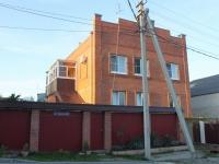 Геленджик, улица Сурикова, дом 80. многоквартирный дом