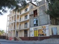Геленджик, улица Тимирязева, дом 2. жилой дом с магазином