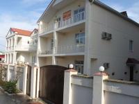 Gelendzhik, Tsvetochnaya st, house 11. Apartment house