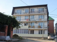 Gelendzhik, Tsvetochnaya st, house 24. Apartment house