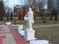 Goryachy Klyuch, 雕塑 Дева с виноградомPsekupskaya st, 雕塑 Дева с виноградом
