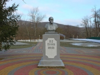 Горячий Ключ, памятник Н.П. Павловуулица Псекупская, памятник Н.П. Павлову