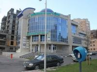 Новороссийск, улица Набережная Адмирала Серебрякова, дом 15. многофункциональное здание