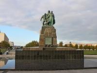 新罗西斯克市, 纪念碑 Экипажу сейнера УрупNaberezhnaya admirala Serebryakova st, 纪念碑 Экипажу сейнера Уруп