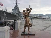 Новороссийск, улица Набережная Адмирала Серебрякова. скульптура Жена моряка