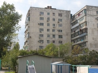 Новороссийск, улица Героев Десантников, дом 3. многоквартирный дом