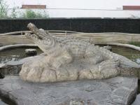 Новороссийск, улица Толстого. малая архитектурная форма Крокодил