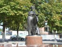 Novorossiysk, sculpture Муза, попирающая пушкуSovetov st, sculpture Муза, попирающая пушку