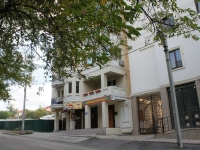 Novorossiysk, Pobedy st, house 21. Apartment house