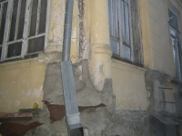 Sochi, Voykov st, house 42. Apartment house