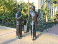 Sochi, sculpture Геша и ЛеликVoykov st, sculpture Геша и Лелик