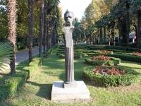 улица Егорова. памятник М. Горькому