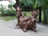 Сочи, скульптура Лепреконыулица Егорова, скульптура Лепреконы