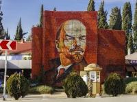Сочи, Курортный проспект. панно В.И. Ленин