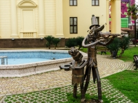 Sochi, sculpture Собаки-музыкантыKurortny avenue, sculpture Собаки-музыканты