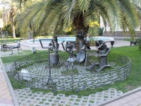 Sochi, sculpture Бременские музыкантыKurortny avenue, sculpture Бременские музыканты