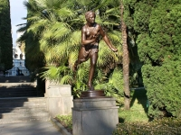 Sochi, sculpture РимлянкаKurortny avenue, sculpture Римлянка