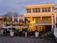 Сочи, улица Несебрская, дом 3. многофункциональное здание