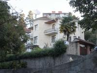 Sochi, Lermontov st, house 16. Private house