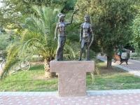 Сочи, улица Орджоникидзе. скульптура Афина и герой
