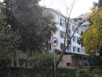 Сочи, улица Гагарина, дом 32. многоквартирный дом