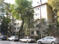 Sochi, Krasnoarmeyskaya st, house 11. Apartment house