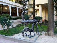 Сочи, скульптура Кобыла с жеребенкомМорской переулок, скульптура Кобыла с жеребенком