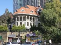 Сочи, улица Горького, дом 14. многофункциональное здание
