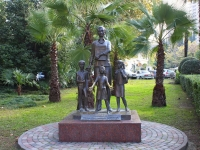 Сочи, скульптура Учительницаулица Навагинская, скульптура Учительница