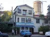 Сочи, улица Островского, дом 41. офисное здание