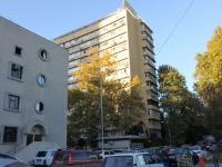 Сочи, улица Островского, дом 67. многоквартирный дом
