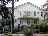 Сочи, улица Роз, дом 27. многоквартирный дом