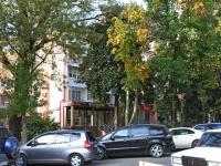 Сочи, улица Роз, дом 39. жилой дом с магазином